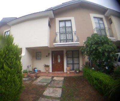 Casa en Venta, fraccionamiento Privado atrás de Plaza Escala Morelia.